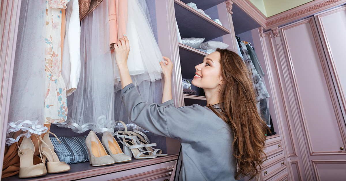 13 Tips for Easily Organizing Everything in Your Closet