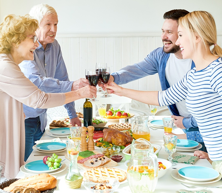 10 Tips on Surviving Thanksgiving with Your SO's Family